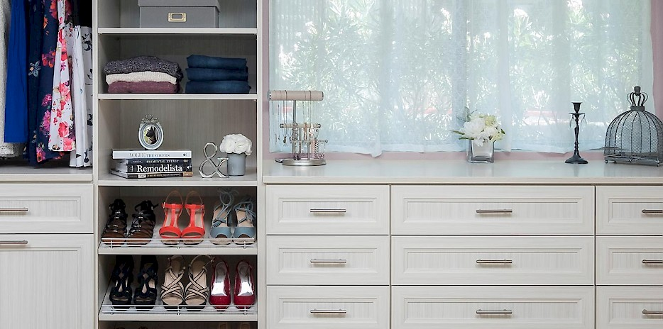 Arctic Walk In Closet with Allegra Fronts